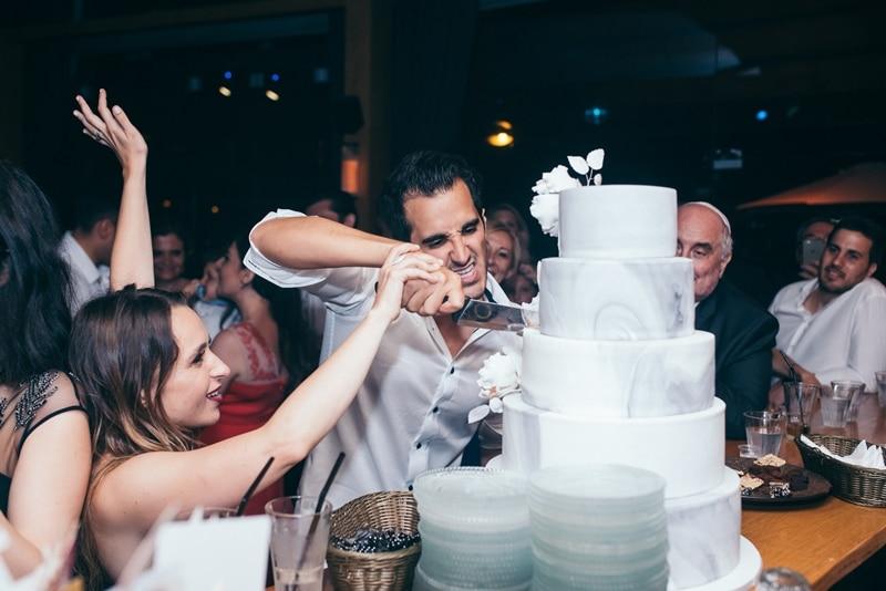 חיתוך עוגת החתונה