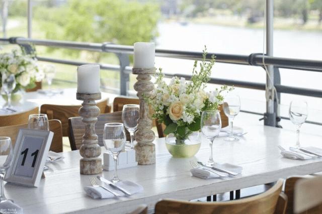 סידור פרחים במרכז השולחן